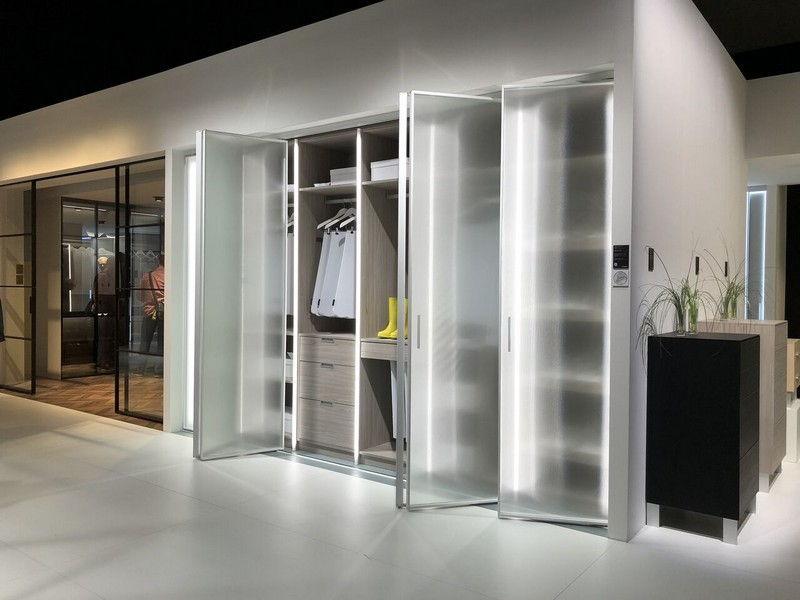 Шкаф гармошка со складными дверями из стекла