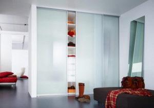 Шкаф купе с белым матовым стеклом