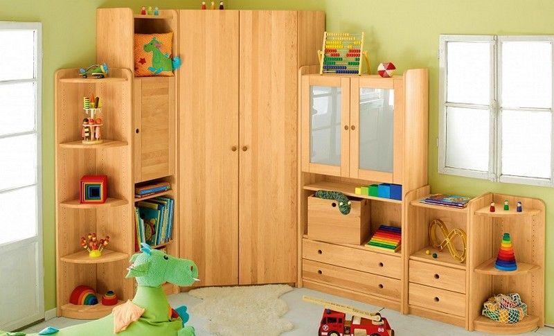 В детской комнате шкаф в угол